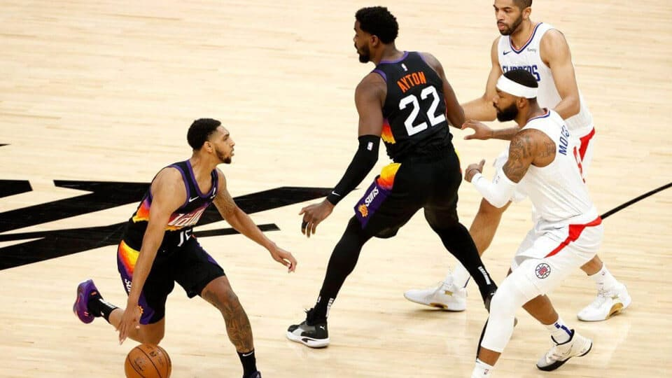 The Los Angeles Clippers struggled in Game 1 against the Phoenix Suns with Kawaii Leonard out, as these teams try and overcome the loss of their respective superstars.